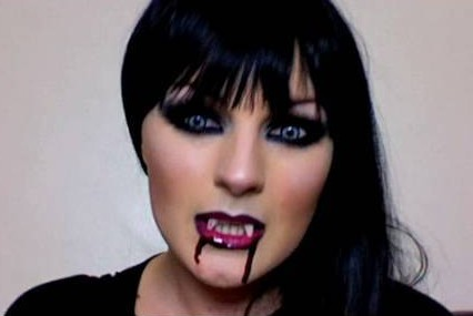 eGt0TXpoQm55ZDAx_o_vampire-costume-make-up-tutorial