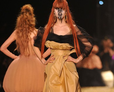 Vivienne+Westwood+Runway+Paris+Fashion+Week+_DTINsas-oSl