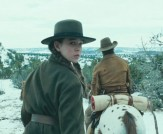 hailee-steinfeld-as-mattie-ross-in-true-grit2