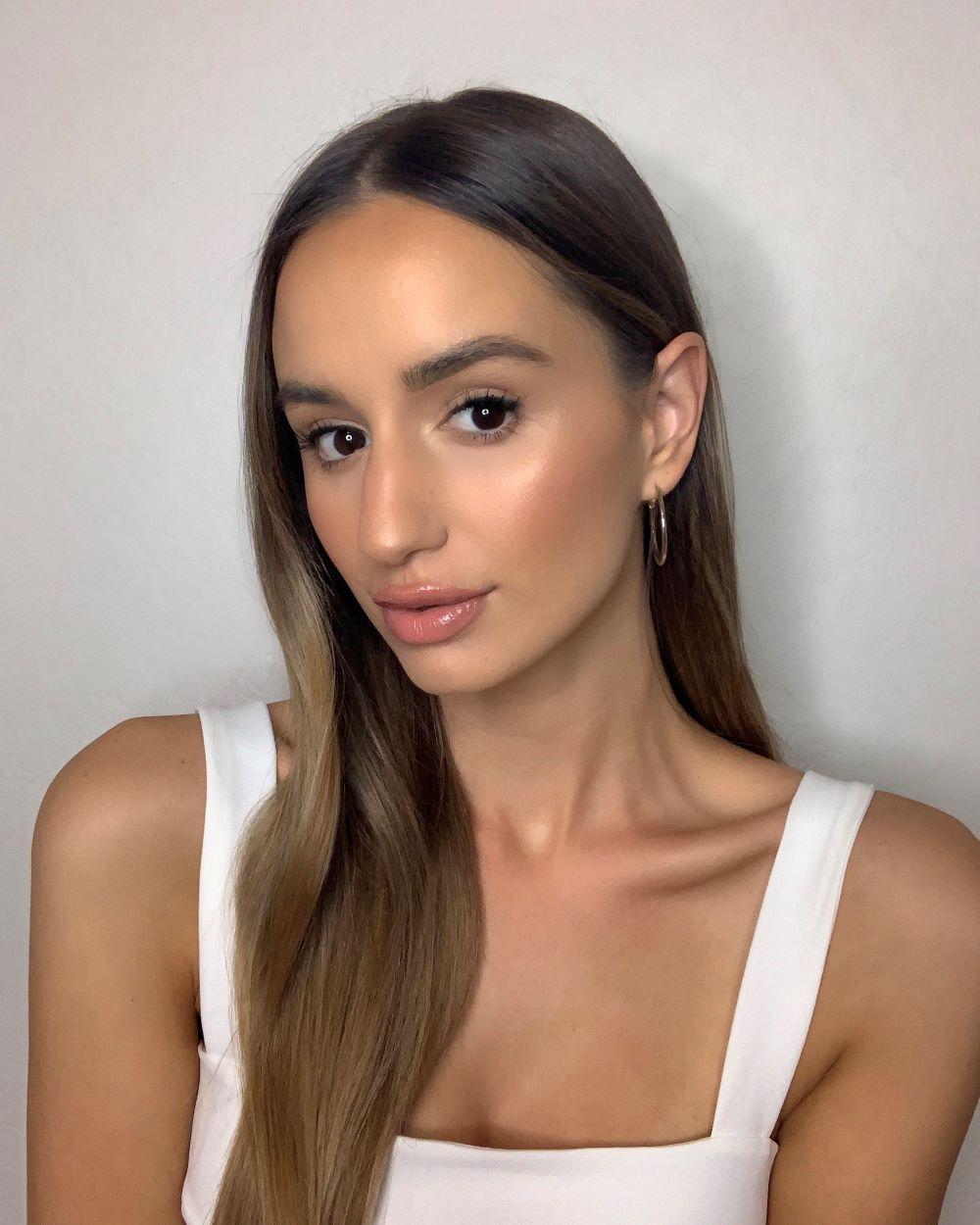 Pretty and Easy Graduation Makeup   Graduation Makeup Tutorials by http://www.makeuptutorials.com/makeup-tutorials-graduation-beauty-ideas