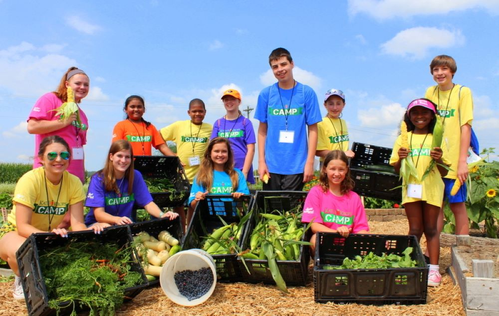 kids growing vegetables to prevent food insecurity