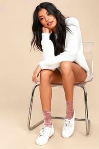 Go Go Blush Pink Velvet Socks at Lulus.com!