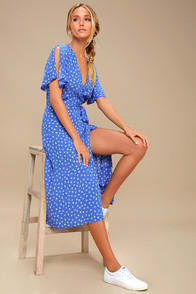 MARETTA BLUE AND WHITE FLORAL PRINT WRAP MIDI DRESS at Lulus.com!