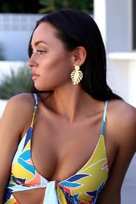 Monstrera Magic Gold Leaf Earrings at Lulus.com!