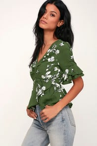 DRAMATIC FLAIR GREEN AND WHITE FLORAL PRINT PEPLUM TOP at Lulus.com!
