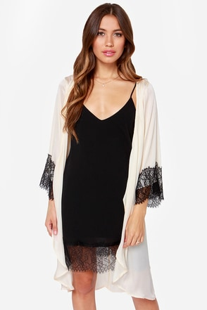 Life of Leisure Cream Lace Robe