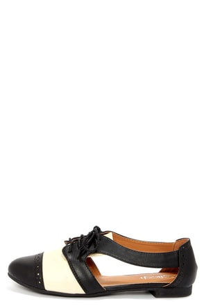 Marty 01 Black and White Cutout Oxford Flats