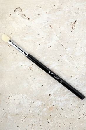 Sigma E25 Blending Makeup Brush at Lulus.com!