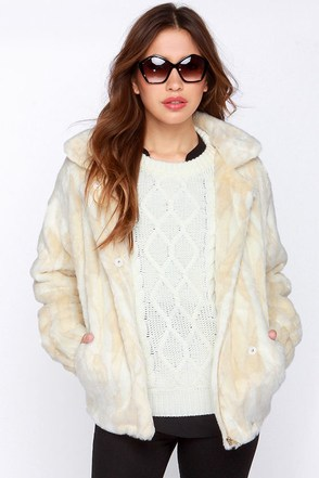 Aryn K Fur All to Envy Cream Faux Fur Coat at Lulus.com!