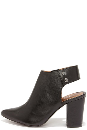 Chinese Laundry Try Me Black Leather Pointed Toe Booties at Lulus.com!