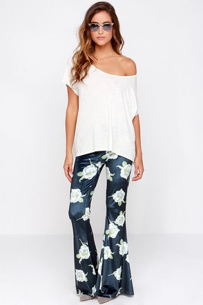Mink Pink Oriental Bloom Navy Blue Floral Print Velvet Pants at Lulus.com!