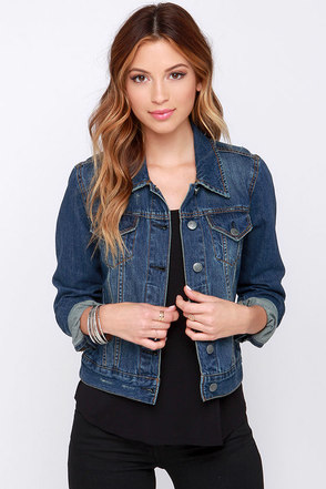Villanova Distressed Cropped Denim Jacket at Lulus.com!
