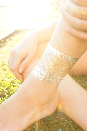 I'm With the Arm Band Metallic Temporary Tattoos at Lulus.com!