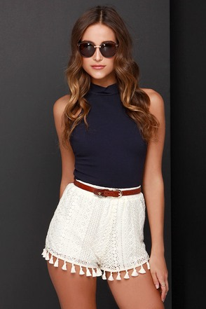 Queen of the Tassel Cream Lace Shorts at Lulus.com!