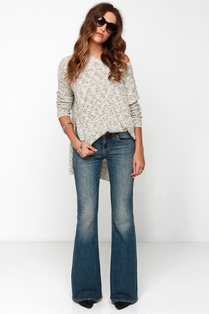 Dittos Christine Medium Wash Flare Jeans at Lulus.com!