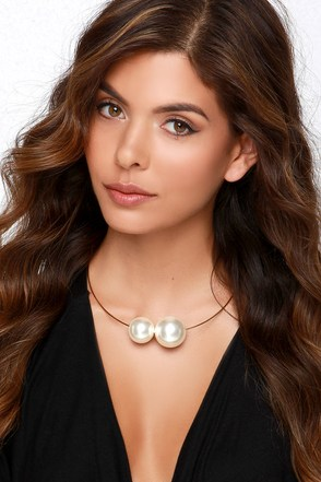 Maximum Luster Gold Pearl Collar Necklace at Lulus.com!
