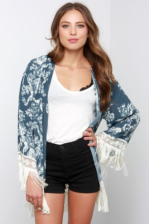 Black Swan Sarah Slate Blue Floral Print Kimono Top at Lulus.com!