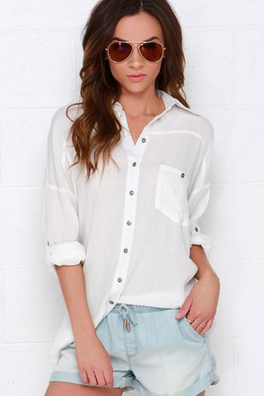 Dee Elle Daydreamer Ivory Button-Up Tunic Top at Lulus.com!