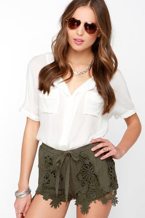 Beaut Camp Olive Green Lace Shorts at Lulus.com!