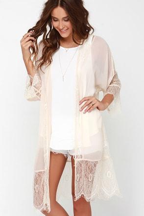 Perfume Parlour Beige Lace Kimono Top at Lulus.com!