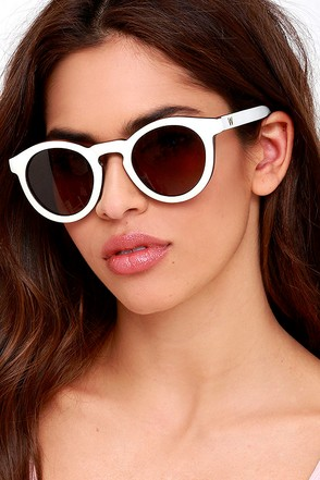 Woodzee Cara White Walnut Wood Sunglasses at Lulus.com!