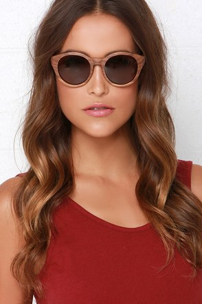 Woodzee Naomi Brown Walnut Wood Sunglasses at Lulus.com!