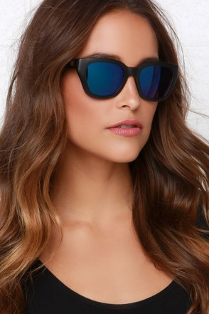 Woodzee Kylie Black Pear Wood Sunglasses at Lulus.com!