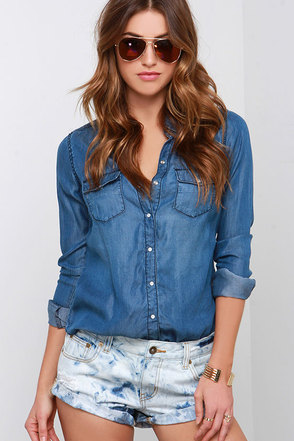 Billabong Pool Side Light Wash Distressed Denim Shorts at Lulus.com!