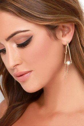 Chic Points Gold and Pearl Earrings at Lulus.com!