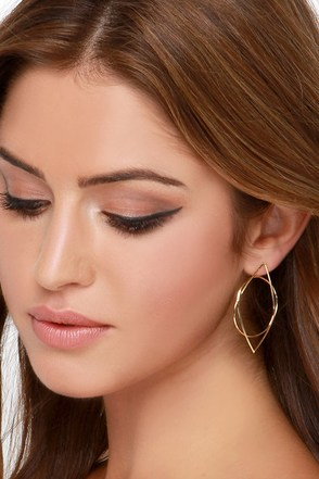 Geo Metropolitan Gold Earrings at Lulus.com!