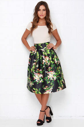 Pleat in Paradise Black Floral Print Midi Skirt at Lulus.com!