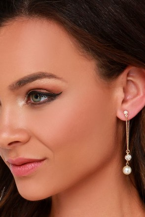 Pearly Bird Gold and Pearl Peekaboo Earrings at Lulus.com!