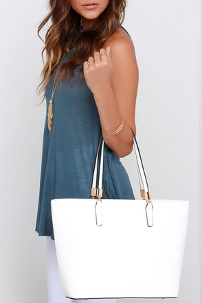 At Your Fingertips White Tote at Lulus.com!