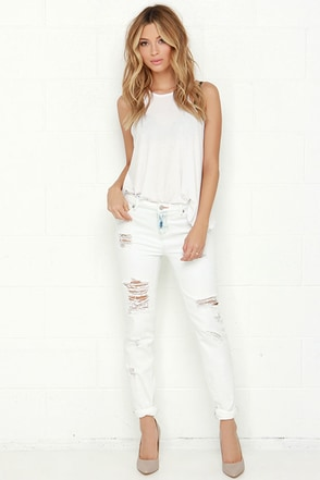 Dittos Alec Light Wash Distressed Boyfriend Jeans at Lulus.com!