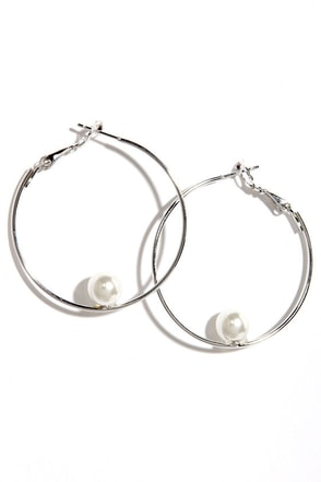 Round Effect Silver and Pearl Hoop Earrings at Lulus.com!