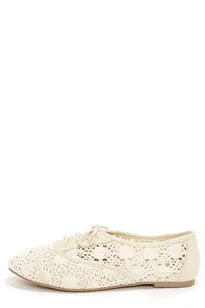 City Classified Joshua Beige Lace-Up Flats