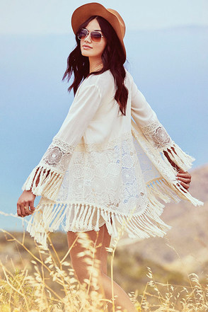 Fairest Lady Cream Lace Kimono Top at Lulus.com!
