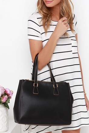 She's the Boss Black Handbag at Lulus.com!