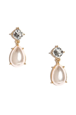 Noble Teardrop Gold and Pearl Earrings at Lulus.com!
