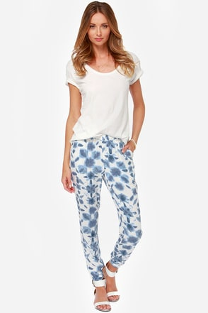 BB Dakota Beau White and Blue Print Pants