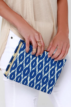 Ikat Ya Lata Green Print Clutch at Lulus.com!