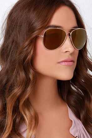 Treetop Flyer Gold Mirrored Aviator Sunglasses at Lulus.com!