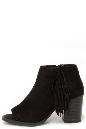 Make a Peep Black Peep Toe Fringe Booties at Lulus.com!