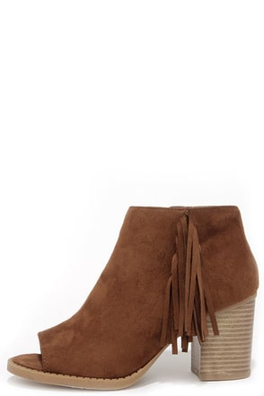 Make a Peep Chestnut Peep Toe Fringe Booties at Lulus.com!