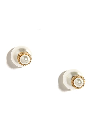 Peep-a-Chic Peekaboo Pearl Earrings at Lulus.com!