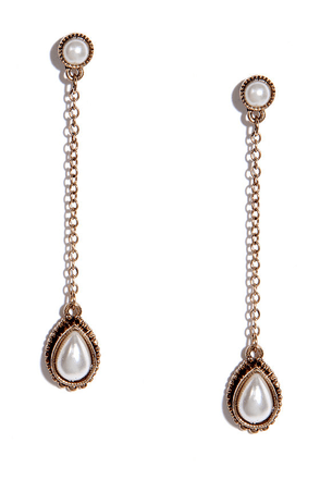 Queen's Cabinet Gold and Pearl Earrings at Lulus.com!