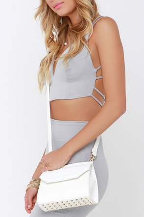 Night on the Crown Taupe Purse at Lulus.com!