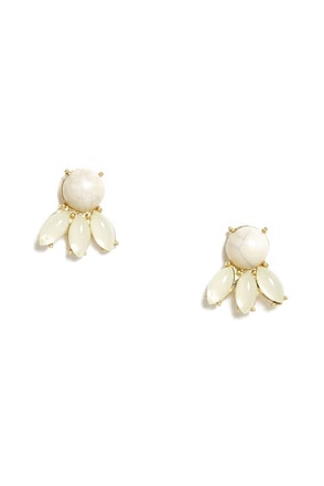 Worth a Glam Cream Earrings