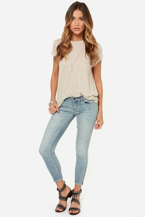 Dittos Stevie Light Wash Cropped Skinny Jeans