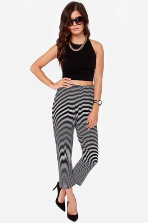 Con-trast Artist Black and White Striped Cropped Pants
